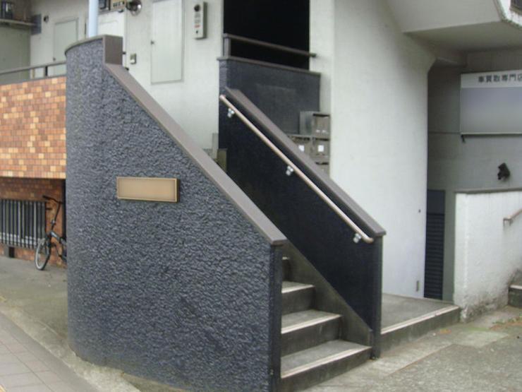 住民の方も安心して住める階段の手すり