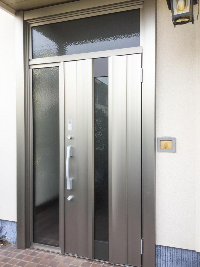 防犯性と機能性を上げたリモコン付き玄関ドア