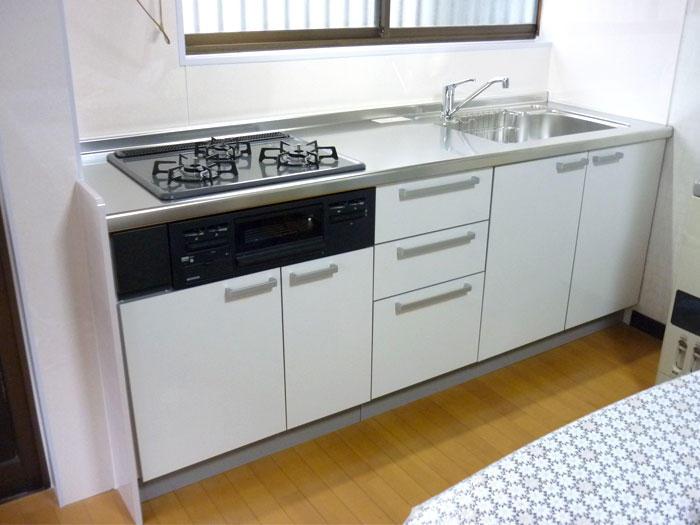 使い慣れたキッチンの仕様はそのままに新しく明るいキッチンへ