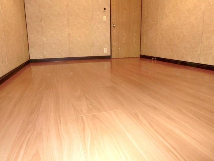 心して歩けるよう補強し、掃除もしやすい床