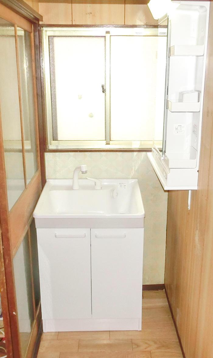 コストを抑えながら収納の多い洗面台