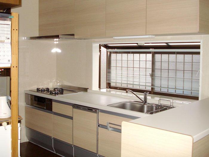 高さを合わせてコンパクトで使いやすいキッチンに