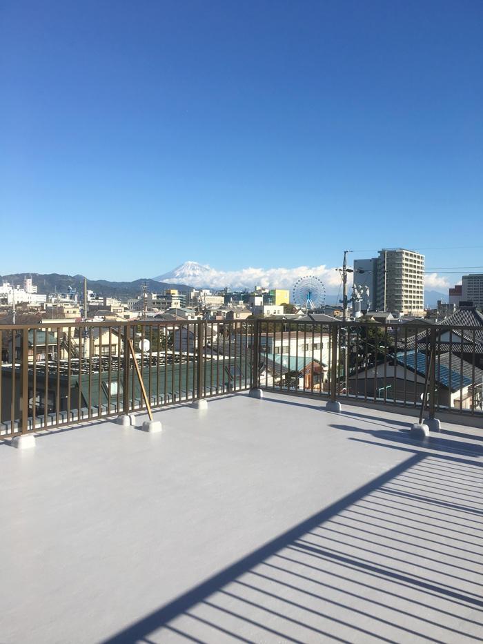 屋上が富士山もキレイに見える絶景スポットに変身