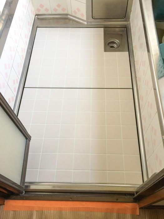 浴室によく馴染み冷たさも減った床