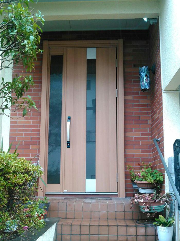 ピタットkeyで防犯性もUP!温かみのある玄関ドア