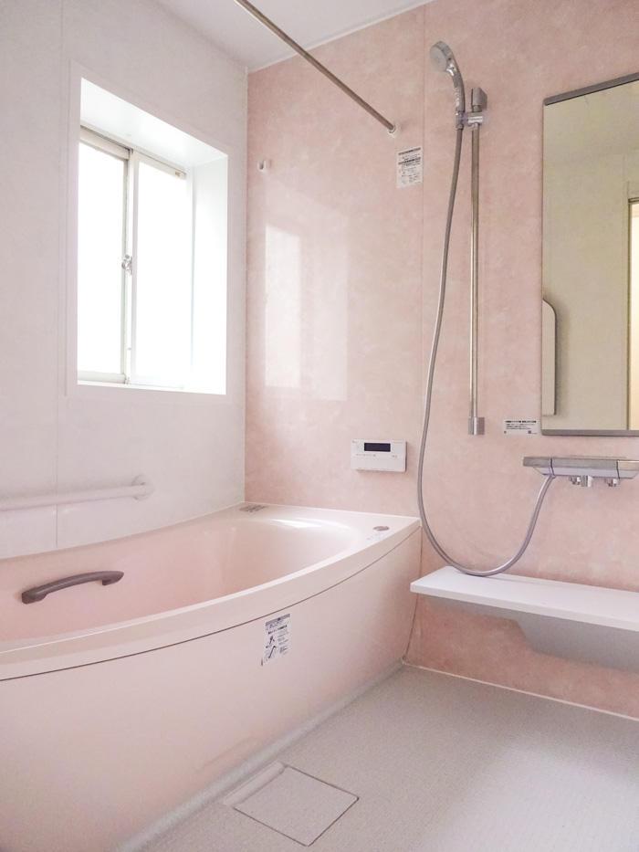 浴槽の向きを変えサイズアップした浴室