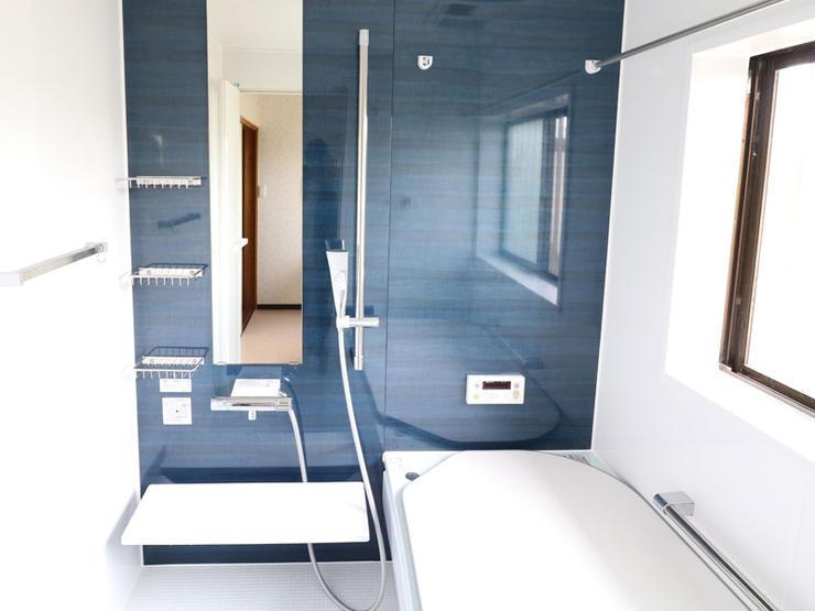 暖房換気扇で冬でも温かい、大きなバスルーム