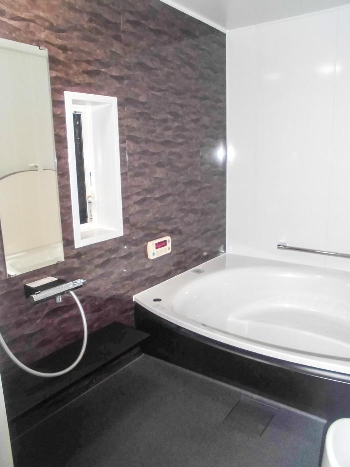 最大サイズの高級感ある落ち着いた浴室