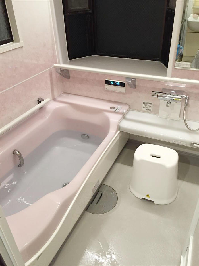 入浴前の噴射で床を温める床夏シャワーのユニットバス