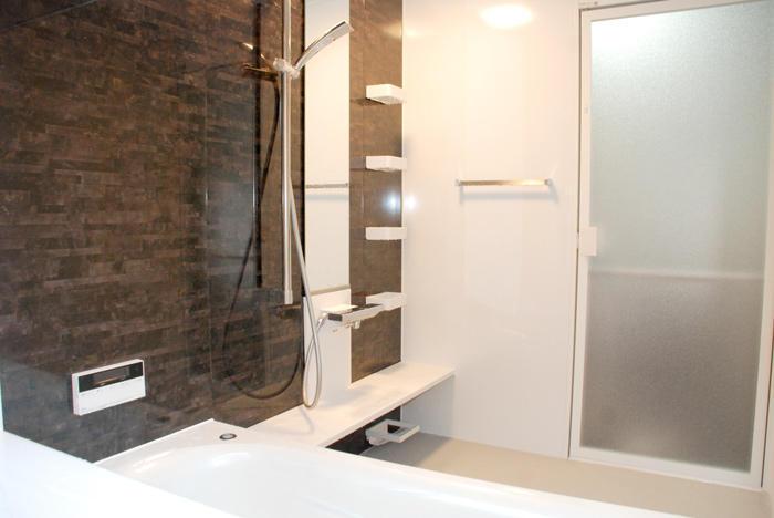 生活導線を意識した温かなお部屋とバスルーム