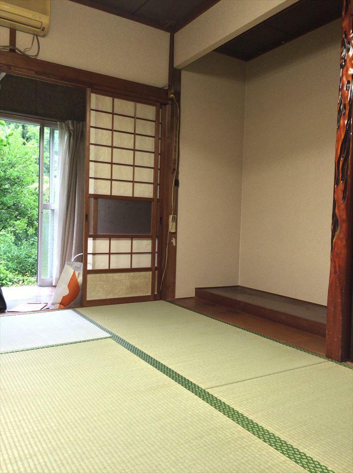 防湿シートで湿気を防ぎ、気分も晴れやかになるお部屋に