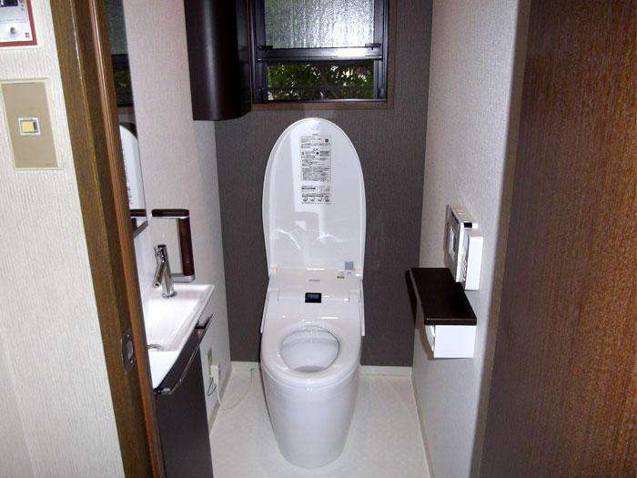 手洗いを別にした体に負担をかけないトイレ