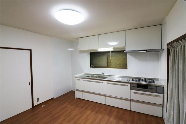 無駄を省いて、スッキリ明るい雰囲気のキッチンに