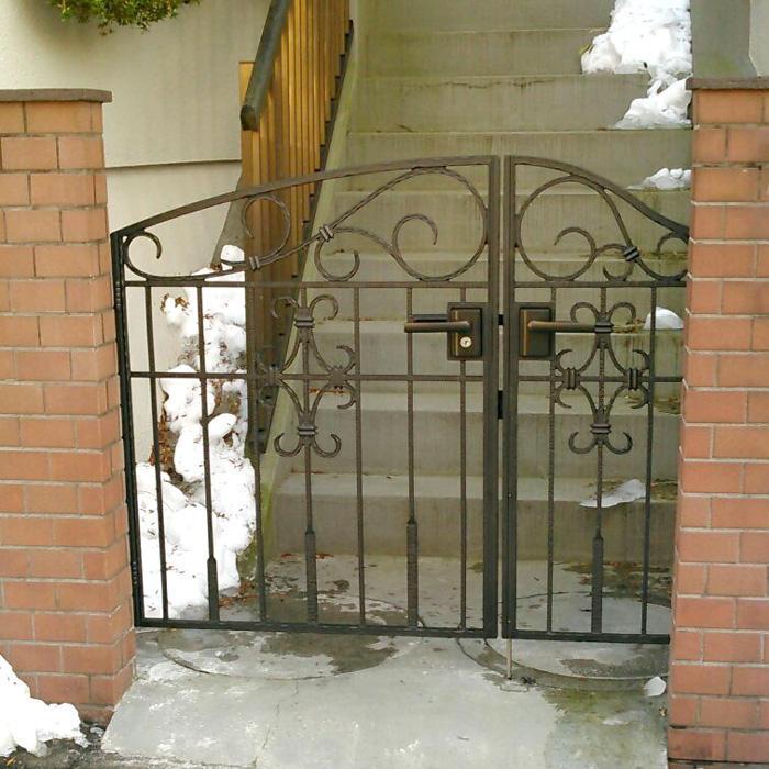 重厚感があり掃除のしやすい門扉