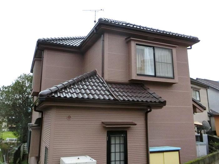 家をしっかりと守る明るく鮮やかな外壁に