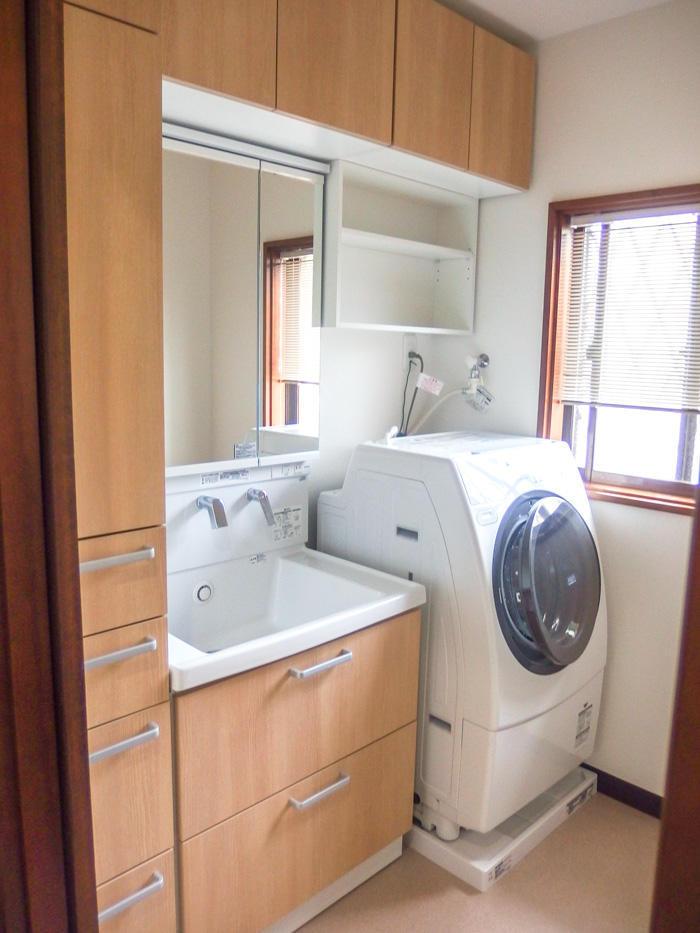 収納量は減らさずコンパクトで使いやすい洗面スペース
