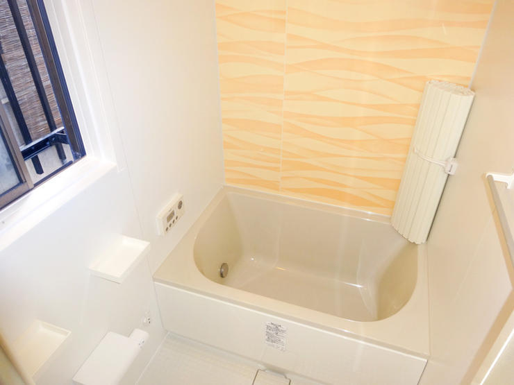 次に住まう方のための明るく使い勝手のよいバスルーム