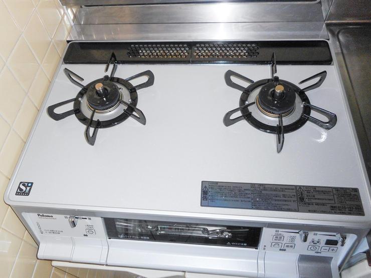 キッチンと一体のガスコンロを最新コンロに取り換え