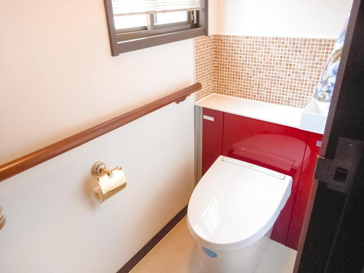 タイルとアクセントカラーで作るこだわりトイレ