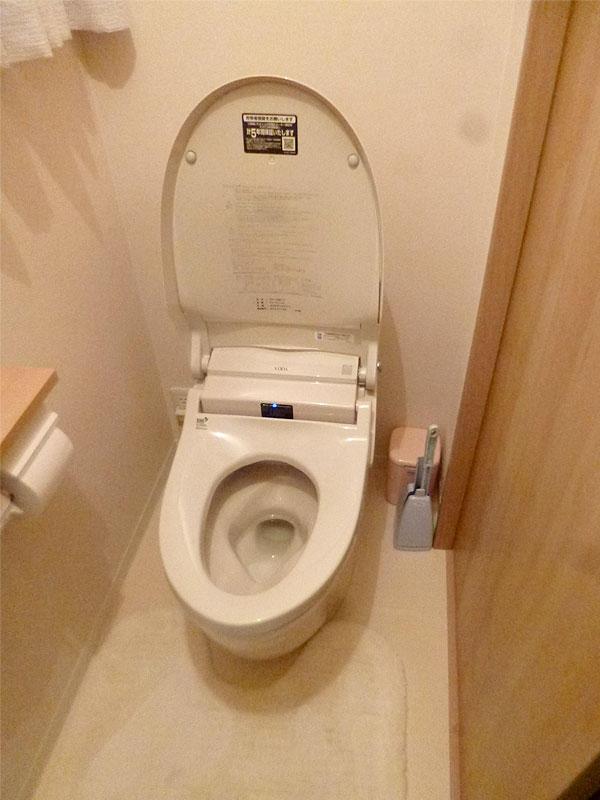 限りある空間を広く使ったスタイリッシュなトイレ空間
