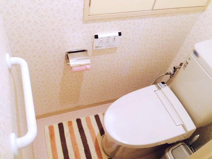 防カビ仕様のクロスとフチレス便器で掃除楽々なトイレ
