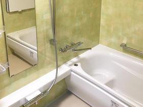 好きなカラーの緑色を浴室のアクセントに