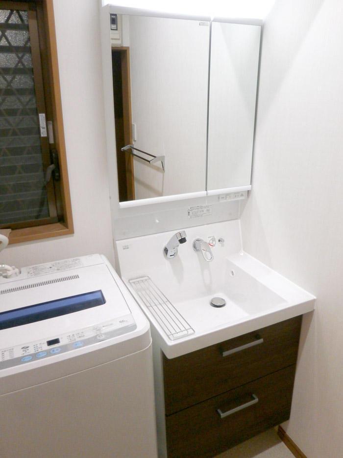 幅がなくても収納力ばっちりの洗面台