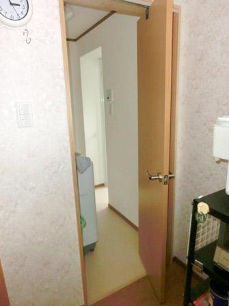 キッチンと洗面所を最短距離で繋ぐオーダー折戸
