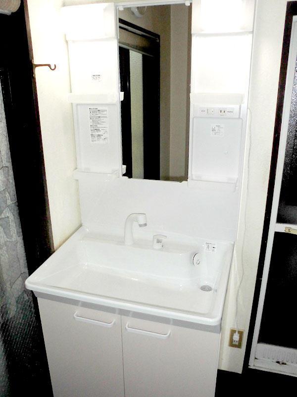 短時間で綺麗な洗面台へ取替リフォーム
