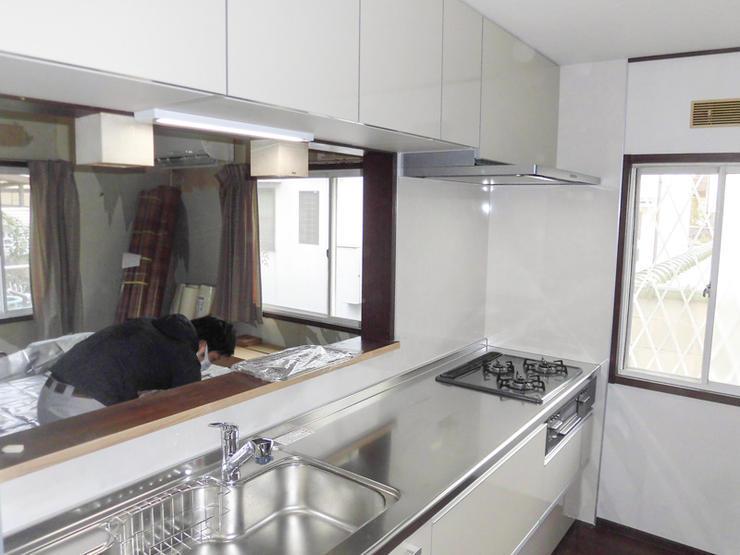 収納スペースたっぷりの最新システムキッチン