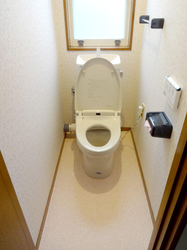 明るさと清掃性をアップさせたトイレと洗面室