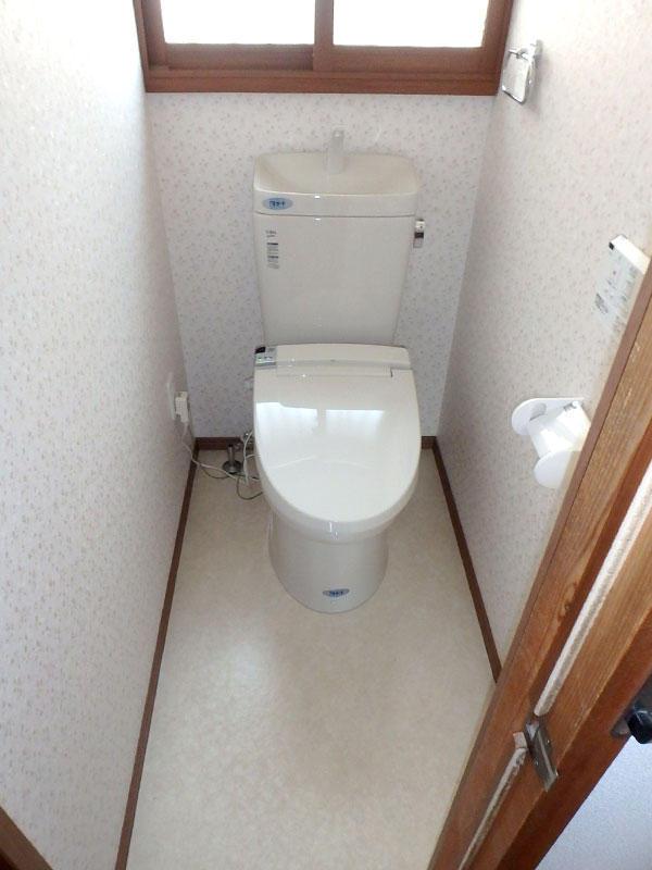 タイル床のトイレから温かく広いトイレへ