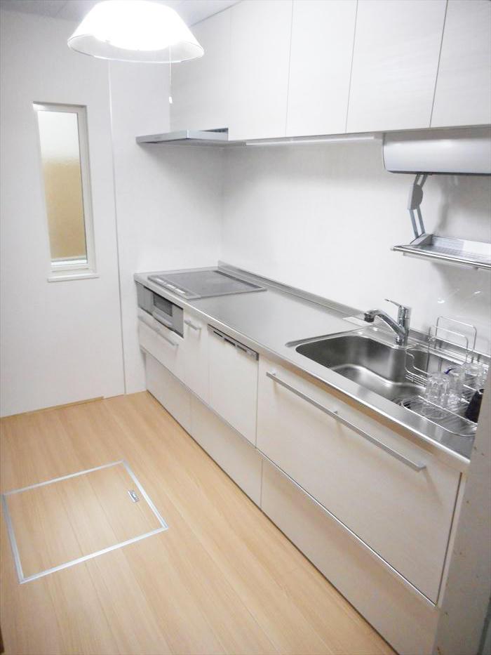明り取りの窓を新設し、予想以上の明るさになったキッチンスペース