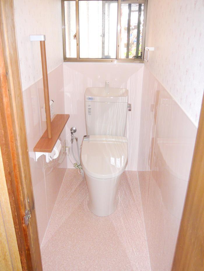 デザインに統一感があり、清掃性も高めたトイレ