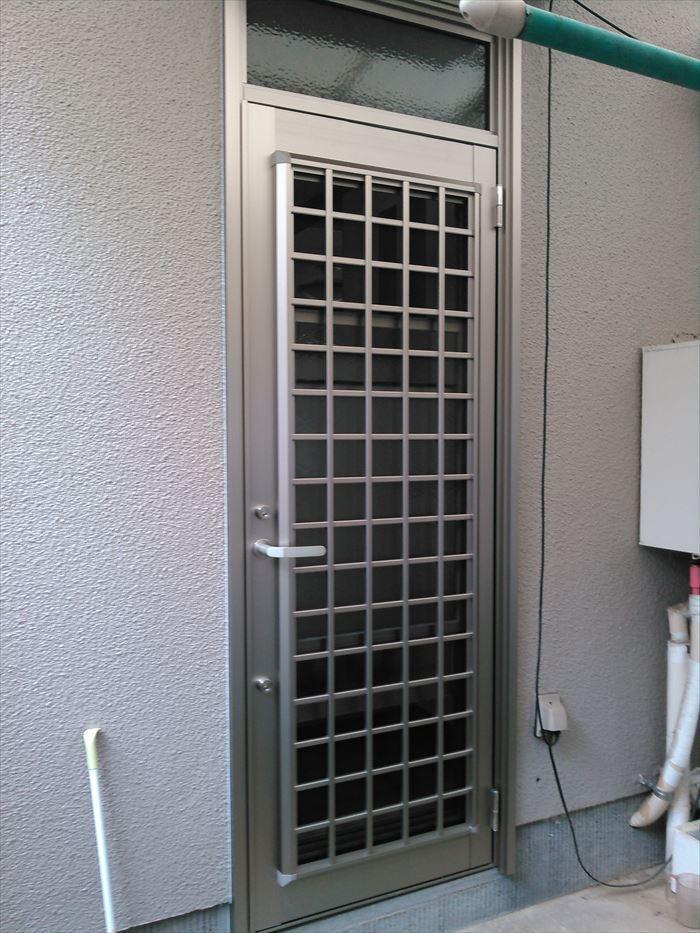 防犯とデザイン性にもこだわった採風機能付きのドア