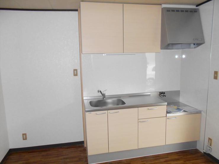 コストをかけず、明るい空間を演出するキッチンに
