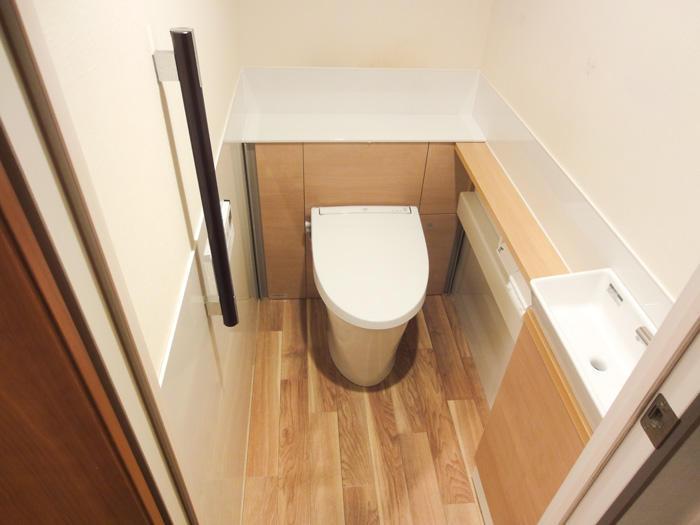 スッキリレイアウトのお掃除しやすいトイレ空間