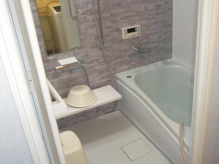 洗面所の幅は変えずに浴室を広くしたバスルーム