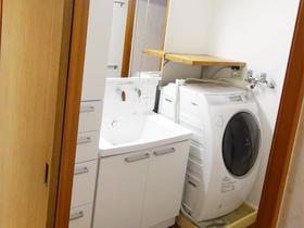 オフホワイトで統一した清潔感ある洗面空間