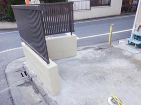 塀を取付け、車の侵入をシャットダウン!
