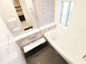 魔法びん浴槽であったかお風呂。目隠しルーバーで通気性も防犯面もアップ