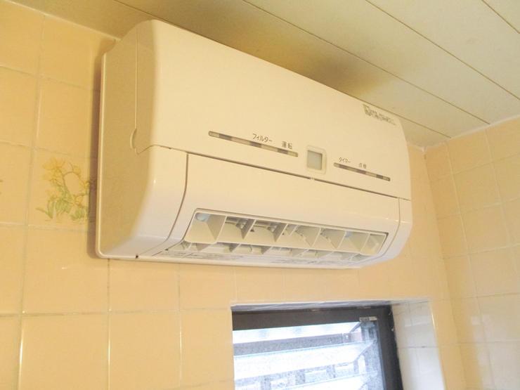 既存の換気口を利用した換気乾燥暖房機