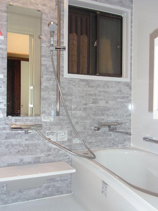 タイル張りの浴室から温かく綺麗なユニットバスへリフォーム