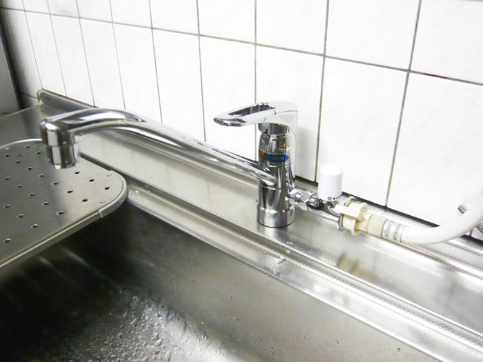 水漏れをおこしたキッチンの水栓を取替え