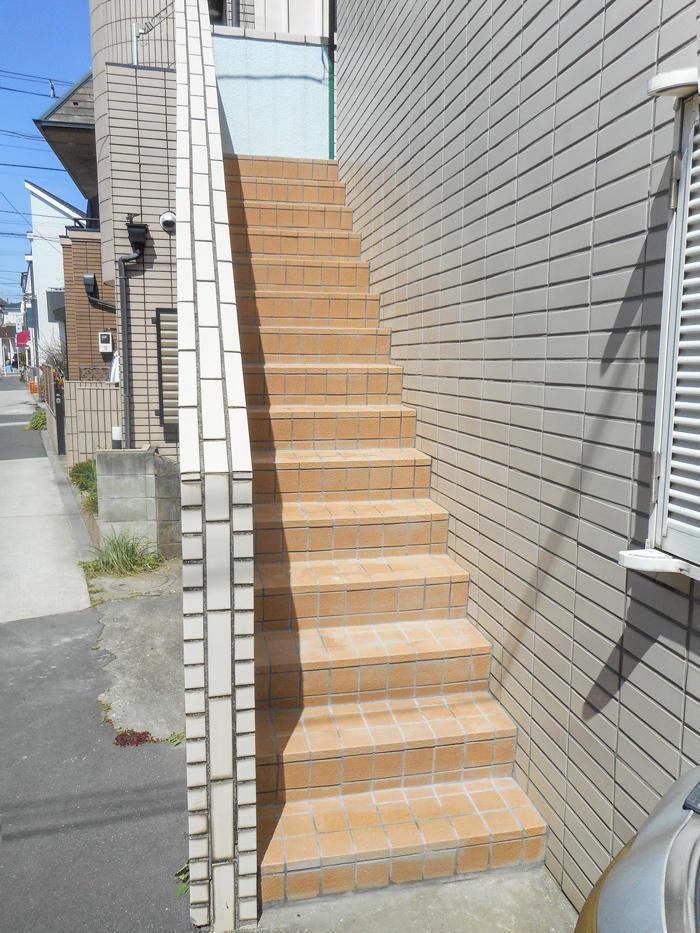 修繕と防水をして安心の階段に
