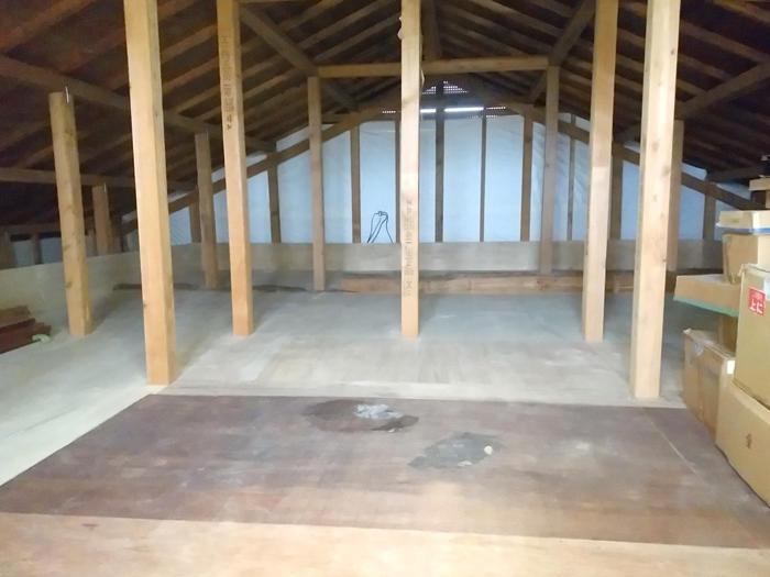 物置としても居室としても使える屋根裏部屋