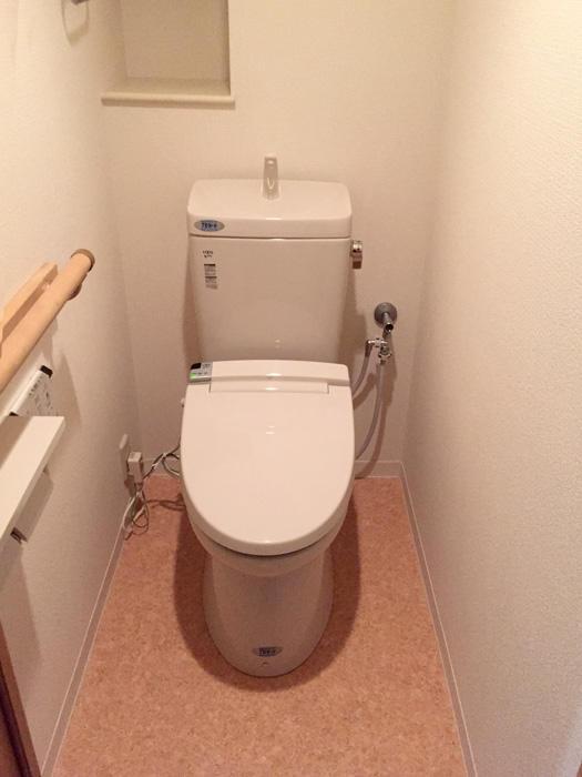 落ち着いた雰囲気が心地よい節水型トイレ