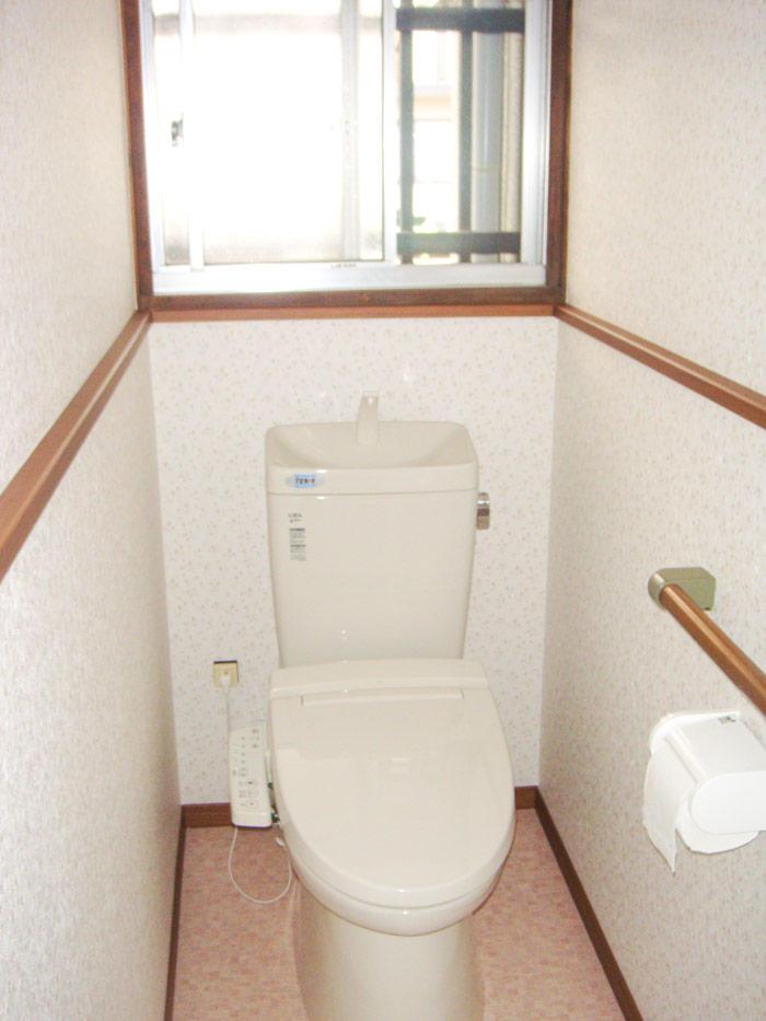 お掃除しやすく清潔な節水トイレ