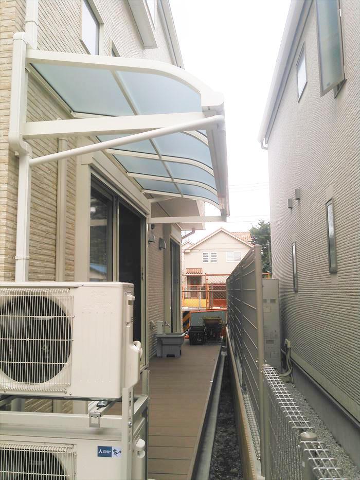 持出し式の屋根でスペースを確保。ペットもストレスフリー♪