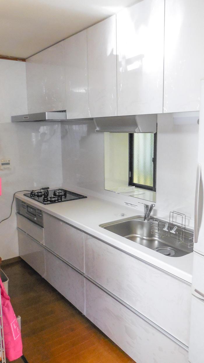 壁やレンジフードのお手入れがしやすいキッチン